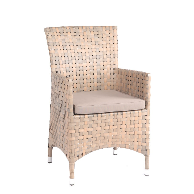 Chiếc ghế phòng khách chất liệu nhựa mây giá rẻ